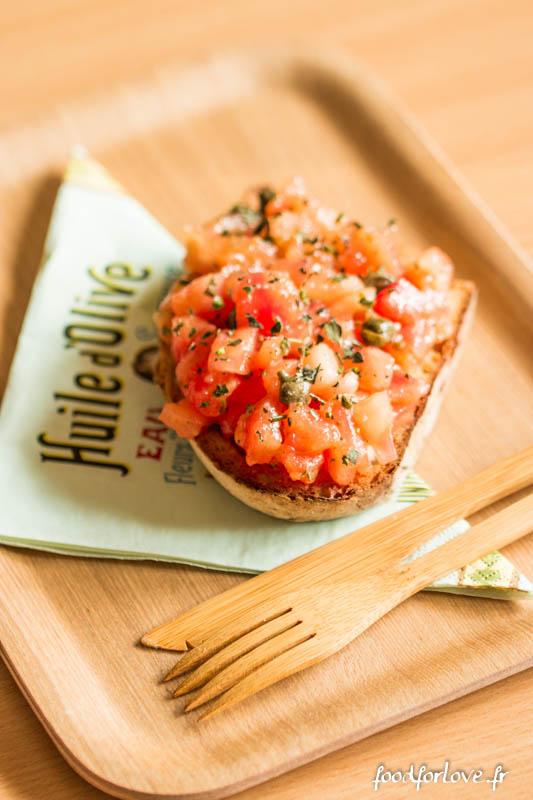 bruschettas tomates fraiches capres origan romarin-3