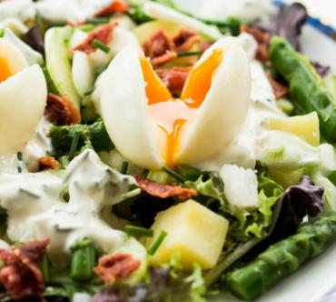 Salade aux Oeufs Mollets, Pommes de terre, Concombre et Asperges Vertes