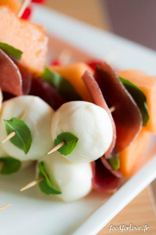 Brochettes melon jambon mozza basilic
