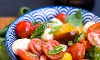 Salade de Tomates Multicolores, Mozzarella et Basilic