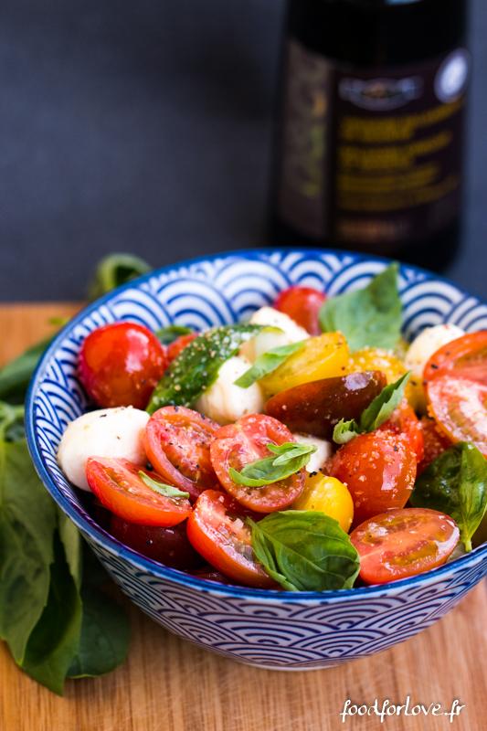 salade de tomates multicolores mozzarella et basilic food for love. Black Bedroom Furniture Sets. Home Design Ideas