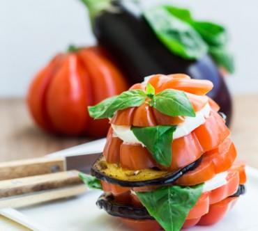 Millefeuille d'Aubergines Grillées, Mozzarella, Tomate et Basilic