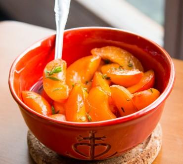 Salade d'Abricots au Thym, Marinés au Rosé et au Jus d'Orange Sanguine