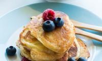Pancakes aux Fruits Rouges et au Sirop d'Érable