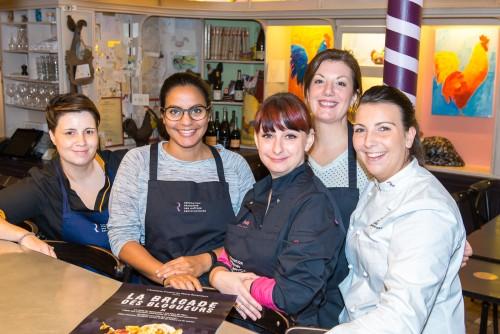 Maîtres Restaurateurs - AFMR-La Brigade des Blogueurs - Les plats - Poulet de Bresse. Anaïs, Mythily, Sandra, réjane et Caroline