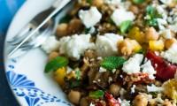 Salade d'Épeautre aux Légumes Grillés, Fêta, Menthe et Pois Chiche