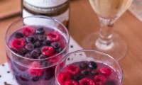 Gelée de Vin Blanc aux Fruits Rouges