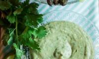 Panier de Crudités et Sauce Vegan à l'Avocat