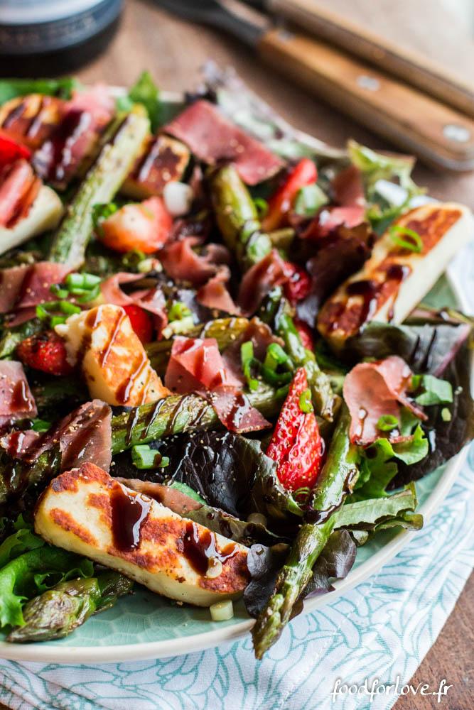 salade asperges vertes halloumi jambon cru fraises vinadeis (2 sur 13)