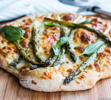 Pizza aux Asperges Vertes, à l'Ail des Ours & Basilic